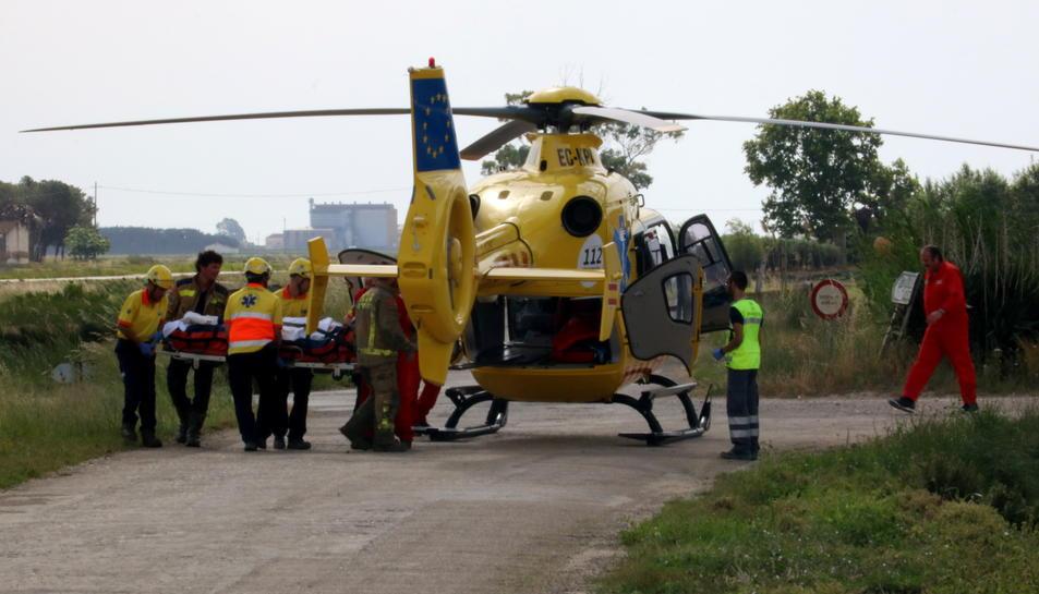L'helicòpter s'enduu el conductor del camió ferit. Imatge del 22 de maig de 2017