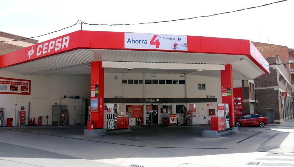 Pla general de la benzinera que va ser assaltada, situada al carrer Corts Catalanes del barri de Balàfia de Lleida.