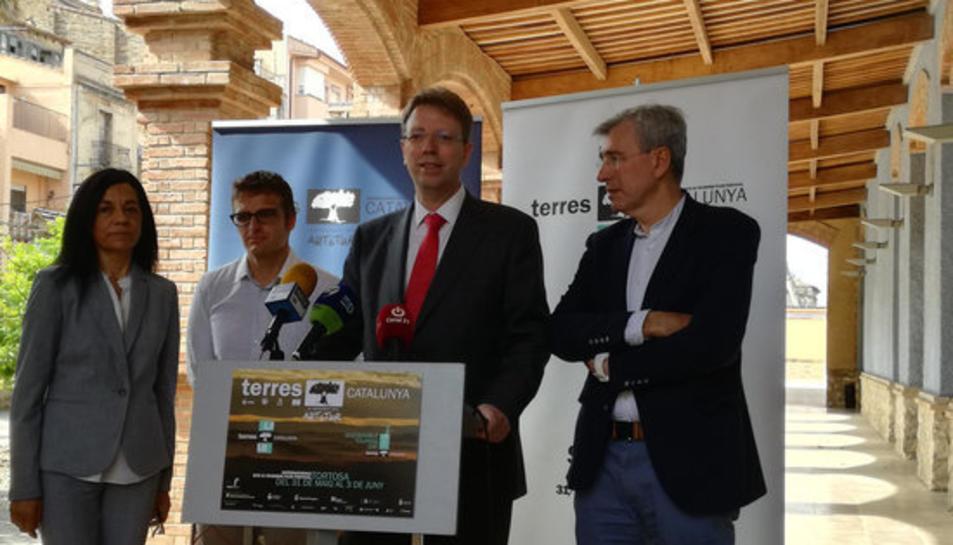 Pla americà de Mercè Miralles, directora dels serveis territorials d'Empresa; Santi Valldepérez, organitzador de terres Catalunya; Ferran Bel, alcalde de Tortosa; i Josep Felip Monclús, primer tinent d'alcalde de Tortosa.