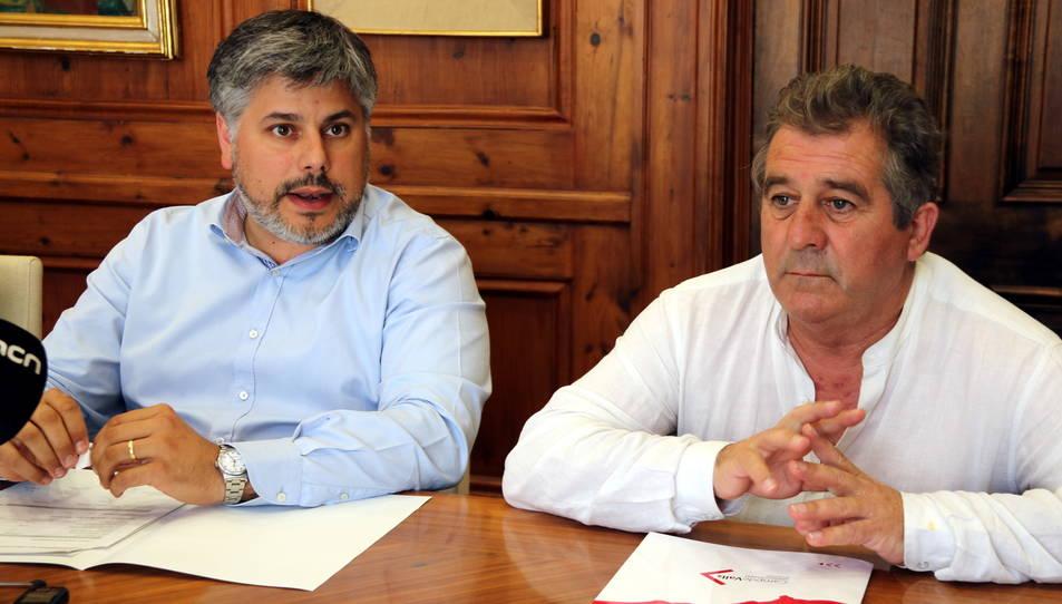 L'alcalde de Valls, Albert Batet, i l'alcalde de Montblanc, Josep Andreu, en roda de premsa aquest dilluns.