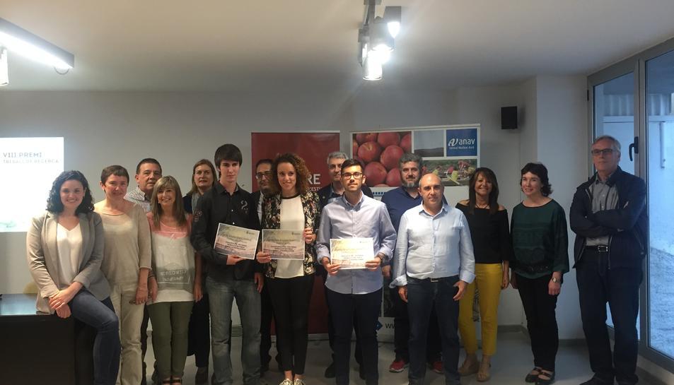 Imatge de la guanyadors, al centre, amb els finalistes al seu costat.