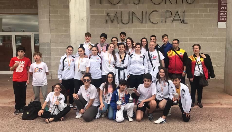 Fotografia de família dels esportistes del gimnàs de Reus.