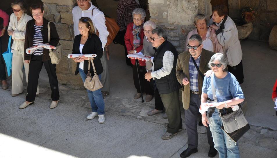 En la tradicional subhasta de coques es van recaptar més de 500 euros.