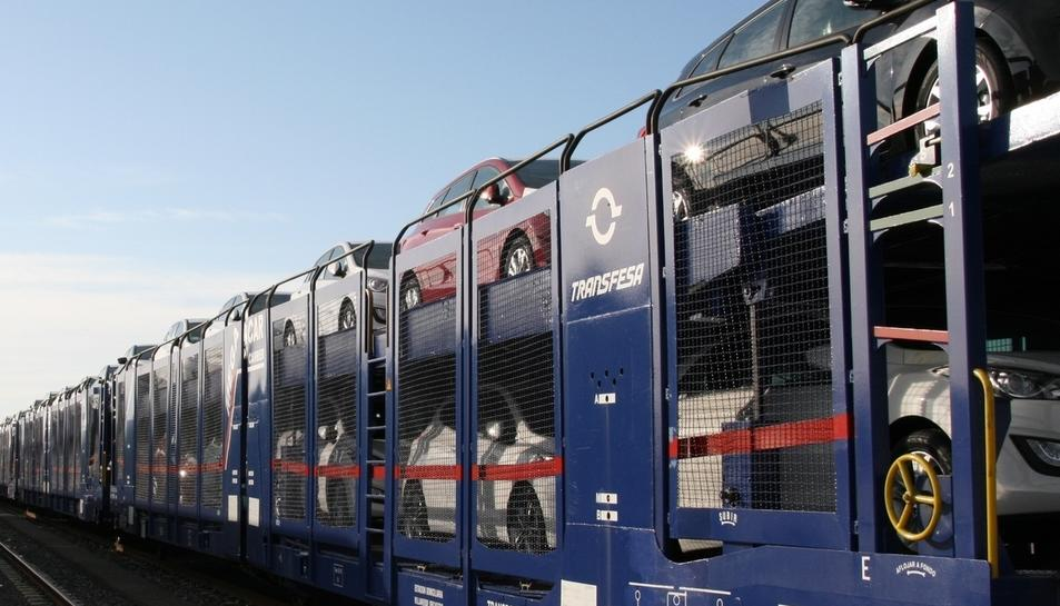 Una imatge d'arxiu de l'empresa Transfesa transportant cotxes.