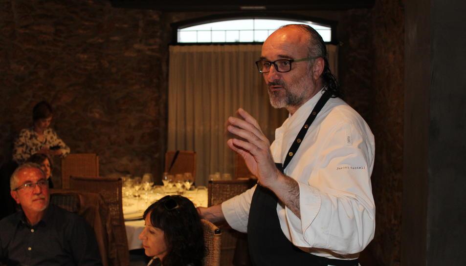 Jeroni Castell durant la roda de premsa presentant el menú de l'aniversari.