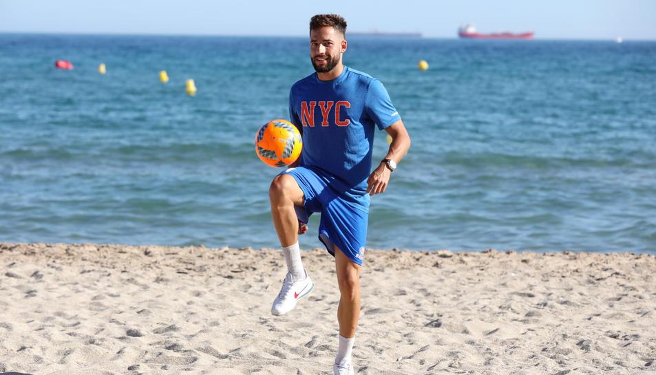 Eduard Suárez a la platja del Miracle.