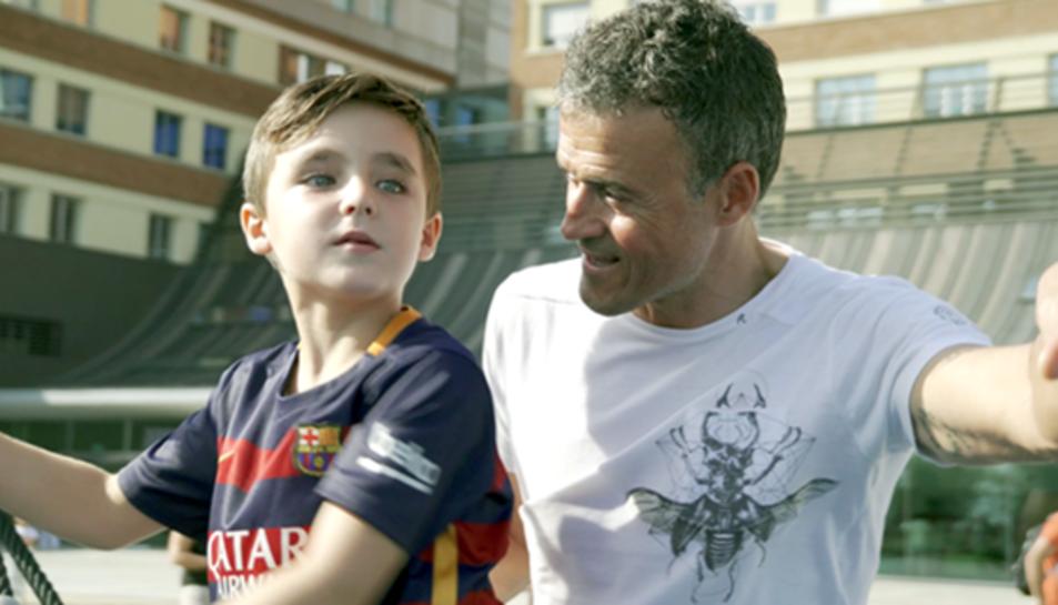 Luis Enrique, amb un dels nens.