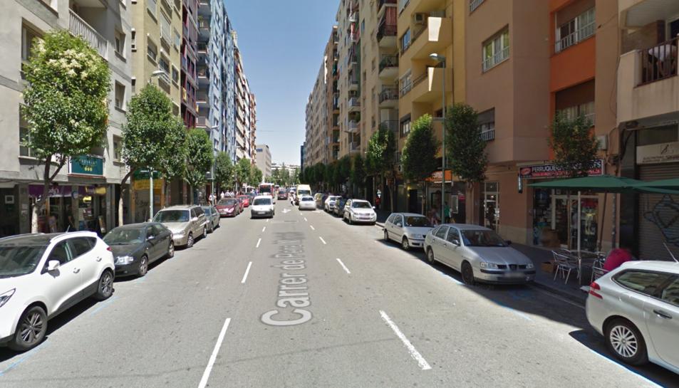 Els robatoris a l'interior de vehicles es van produir a la zona del carrer Pere Martell.