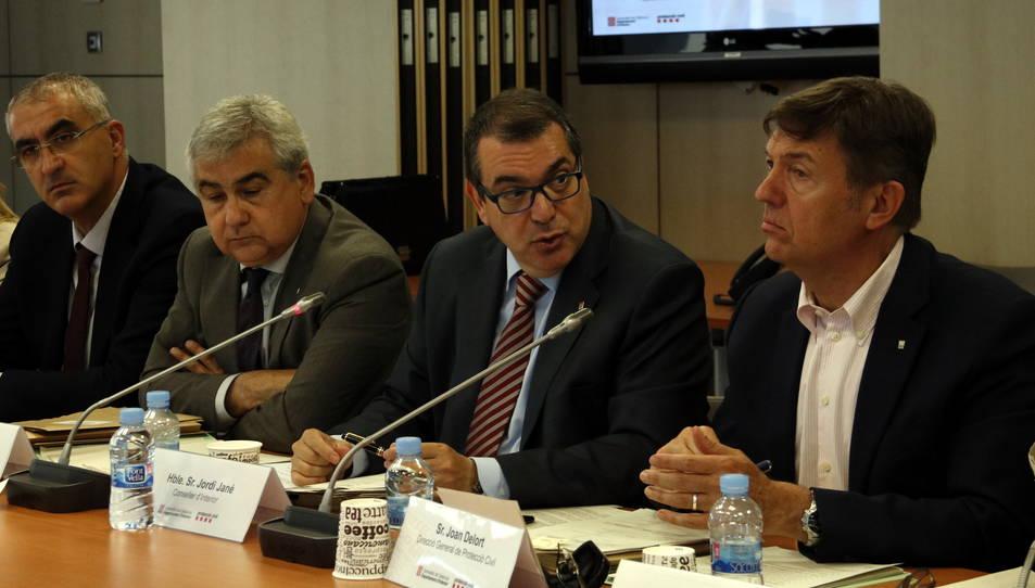 El conseller d'Interior, Jordi Jané, presideix la comissió de Protecció Civil per homologar el Pla de risc per ventades, amb els directors generals Juli Gendrau i Joan Delort i el secretari general, Cèsar Puig.