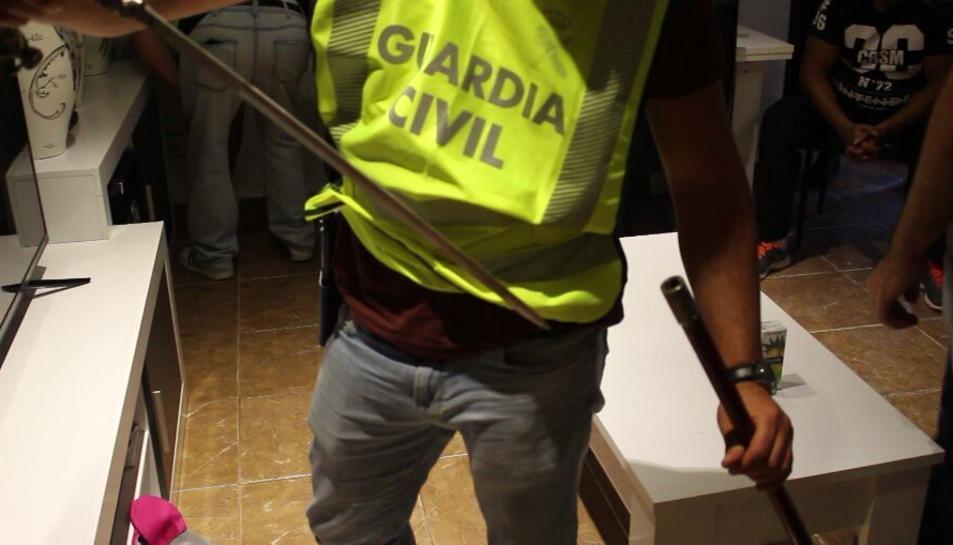 Imatge d'un dels registres practicats en l'operació policial antidroga al barri Gaudí.