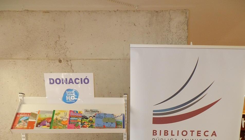 Els llibres estaran exposats en una prestatgeria durant unes setmanes abans d'incorporar-se de forma permanent al fons de la biblioteca.