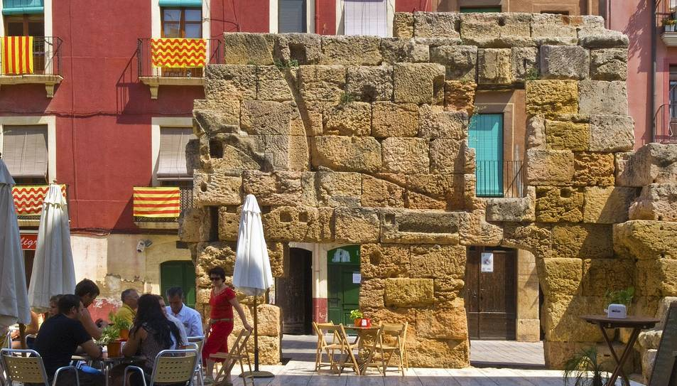 Restes de l'antic Fòrum Provincial que resten a l'actual plaça del Fòrum.