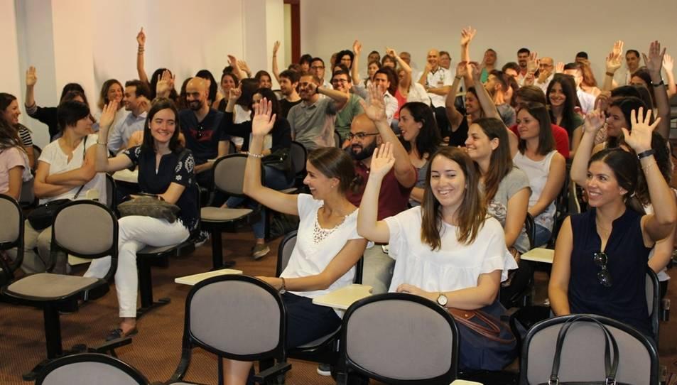 Un moment de la rebuda als nous residents, que es repartiran entre Tarragona, Reus, Valls i Salou.
