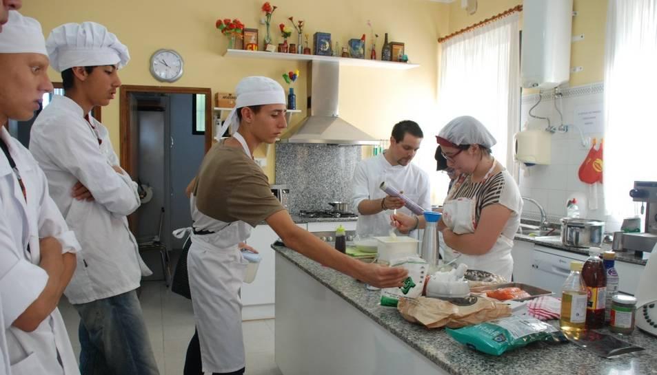 Alguns alumnes amb el xef Sergi Palacín durant el curs.
