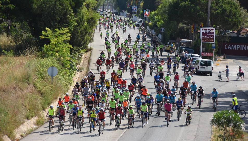 Els ciclistes han recorregut els carrers de la localitat.