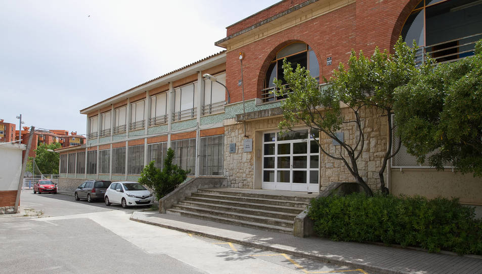Una imatge de la façana de l'equipament, al carrer Figueres.
