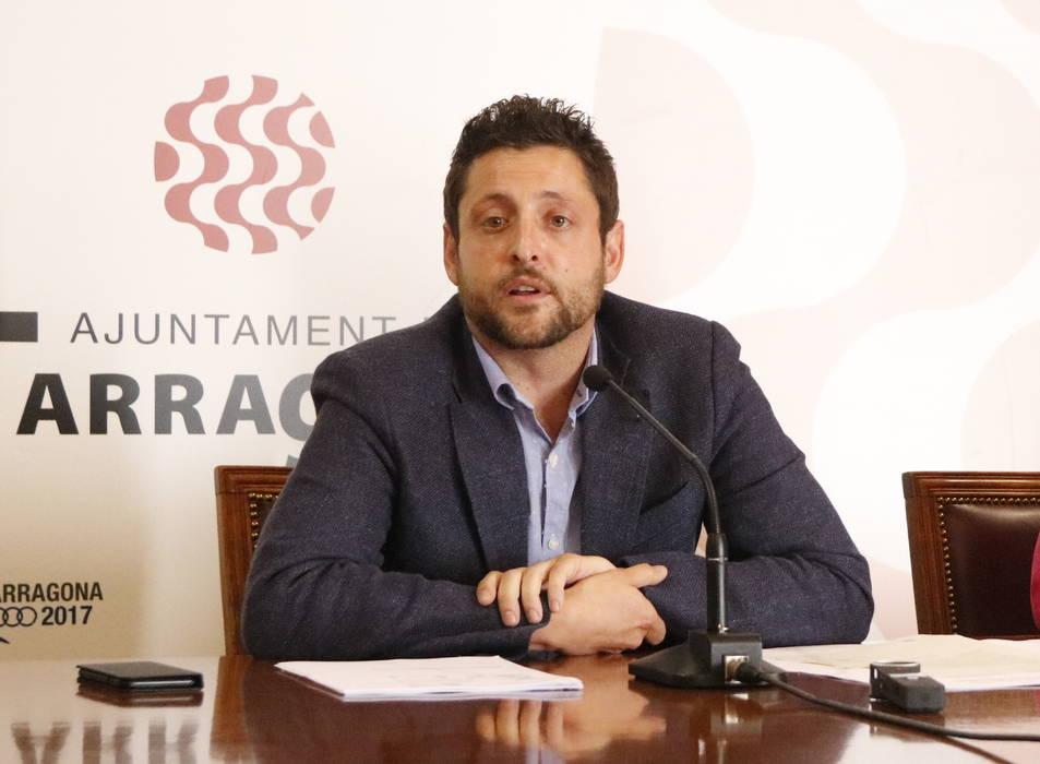 Pla obert dels regidors de C's a l'Ajuntament de Tarragona Rubén Viñuales i Sonia Orts, en roda de premsa el 30 de maig del 2017