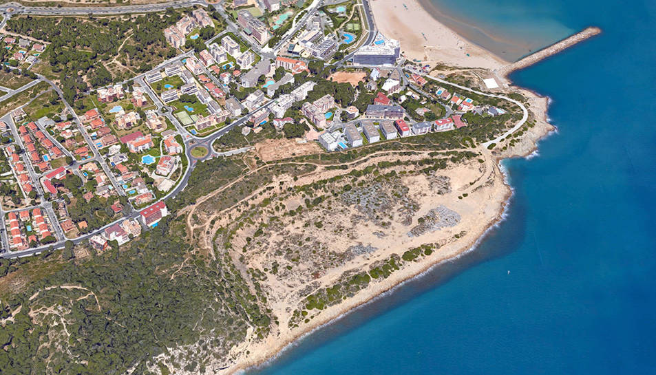 La zona on està previst el festival és espai portuari i l'accés es fa des de la Pineda.