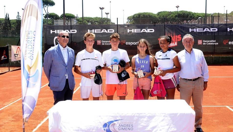 Leire, a la dreta, amb els guanyadors i finalistes del torneig.