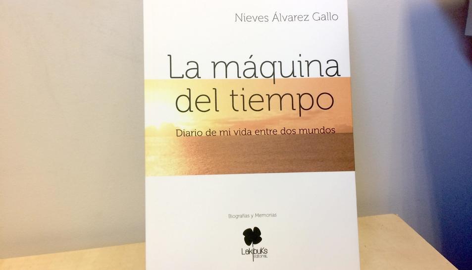 'La máquina del tiempo. Diario de mi vida entre dos mundos', de l'asturiana Nieves Álvarez, és el primer llibre editat per Lakibuks