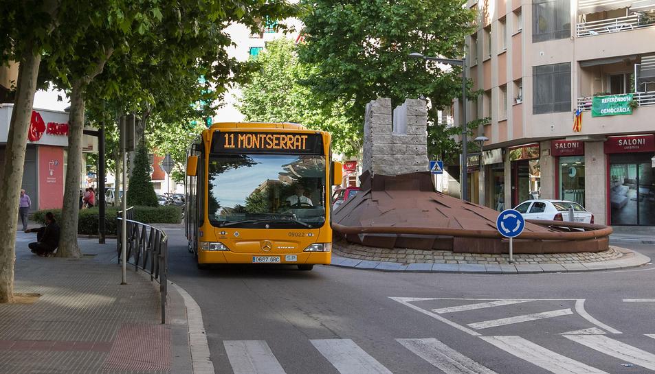 Un dels autobusos de l'empresa municipal Reus Transport que ofereixen servei a la L11.
