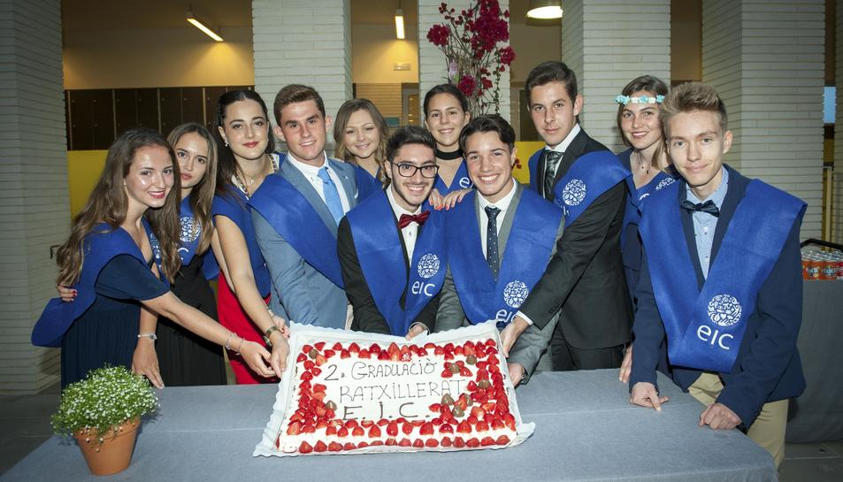 Imatge de l'acte de graduació dels estudiants de batxillerat de l'EIC.