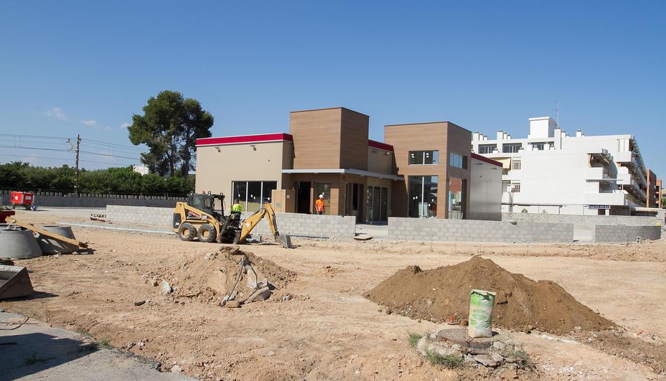 L'edifici ja està acabat i s'estan acabant els darrers detalls, amb vistes d'obrir aviat.