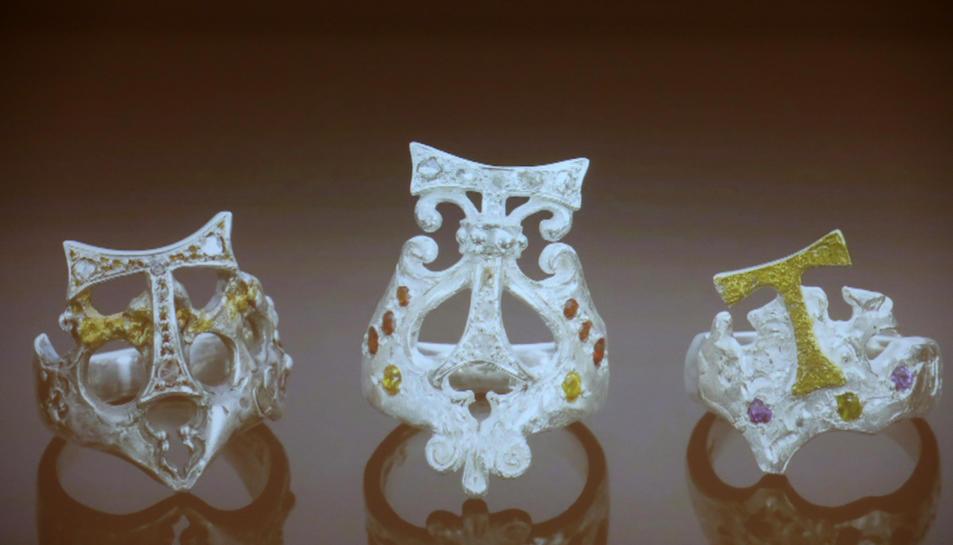 Els tres anells dissenyats per Jujol i realitzats per Serramià.