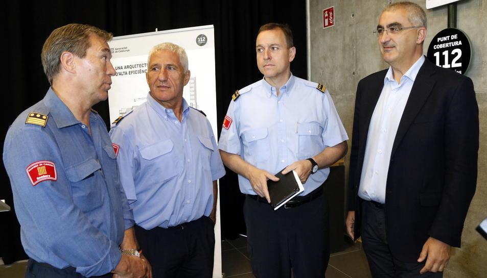 Pla obert del nou cap de la Regió d'Emergències de Tarragona, Albert Ventosa (segon per la dreta), al costat del cap sortint, Bienvenido Aguado; del sotscap de Bombers, Albert Vilanova, i de Juli Gendrau. Imatge de l'1 de juny del 2017