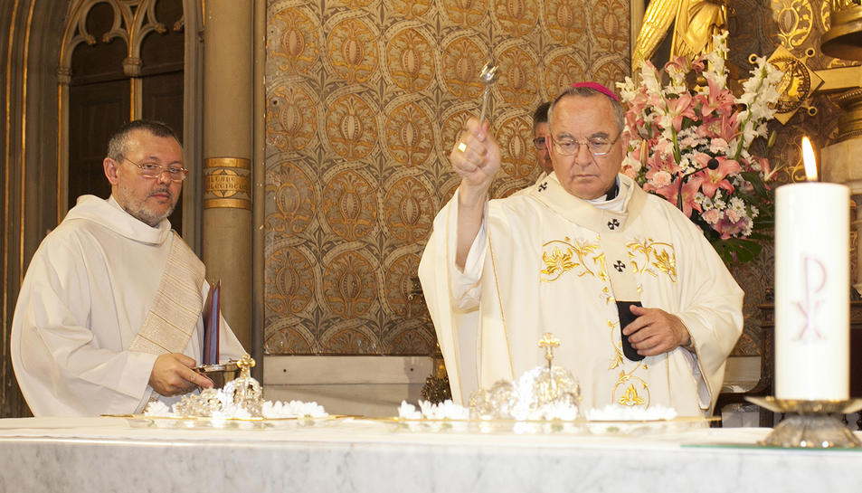 L'Arquebisbe va beneir les noves corones.