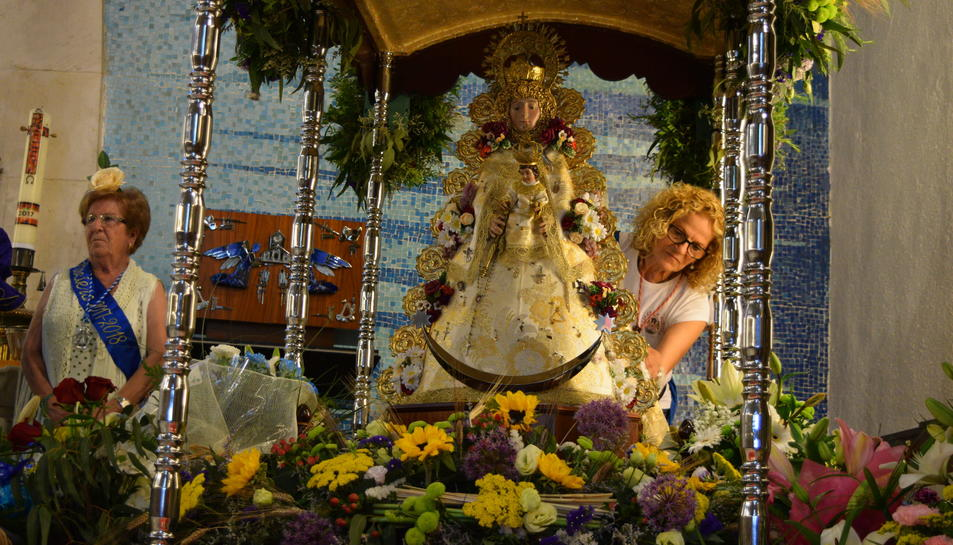 Ofrena floral en honor a la Virgen del Rocío en la XXXIII Romería de Tarragona.