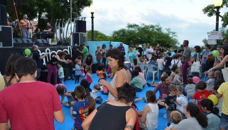 Al llarg de la tarda es van succeir les actucions a l'escenari del festival