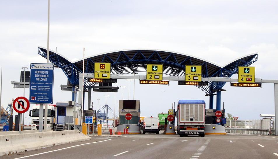 Pla general de l'accés al Port de Tarragona per l'autovia A-27 amb normalitat en el trànsit. Imatge del 5 de juny del 2017