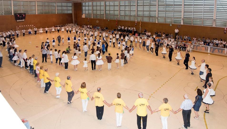 En el concurs hi van participar una dotzena de colles sardanistes procedents de diversos municipis de Tarragona.