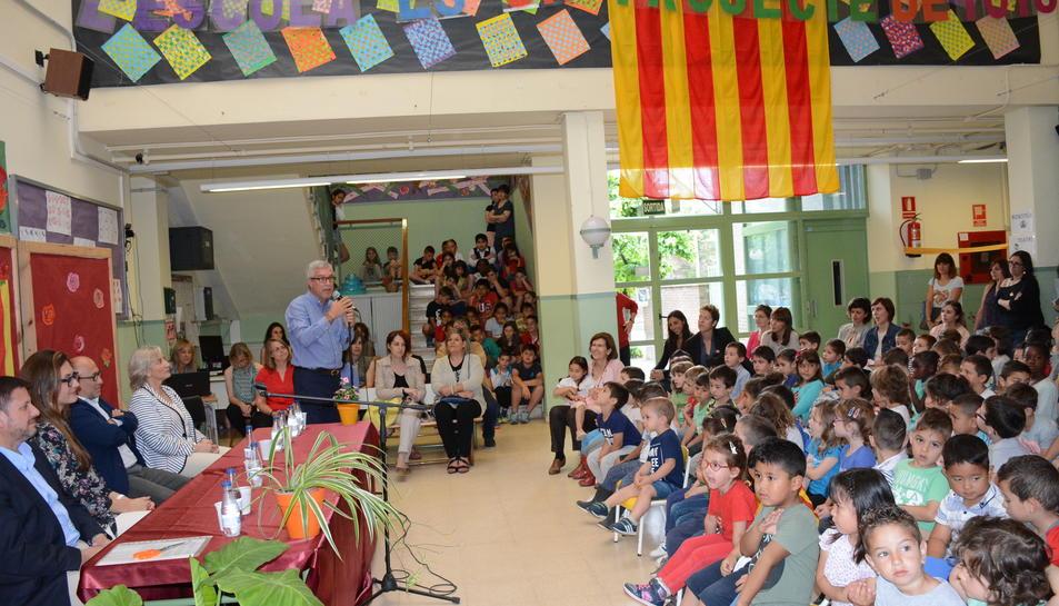 L'alcalde de Tarragona, Josep Félix Ballesteros, ha estat l'encarregat d'inaugurar les noves pistes esportives i l'hort de l'Escola del Serrallo.