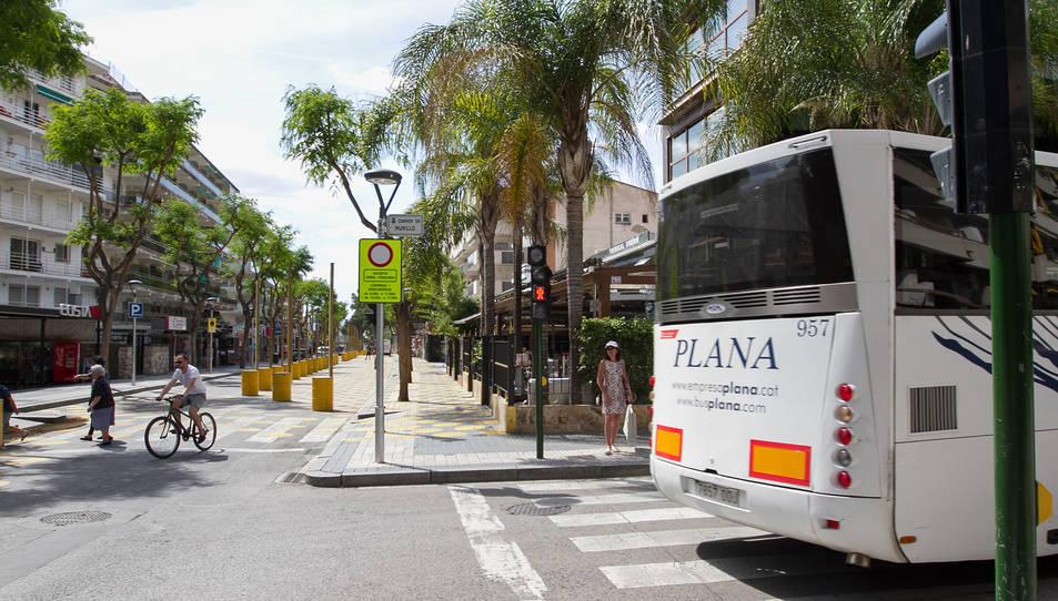 A la imatge es mostra com s'ha limitat l'entrada de vehicles a l'avinguda i es desvien cap al carrer Murillo.