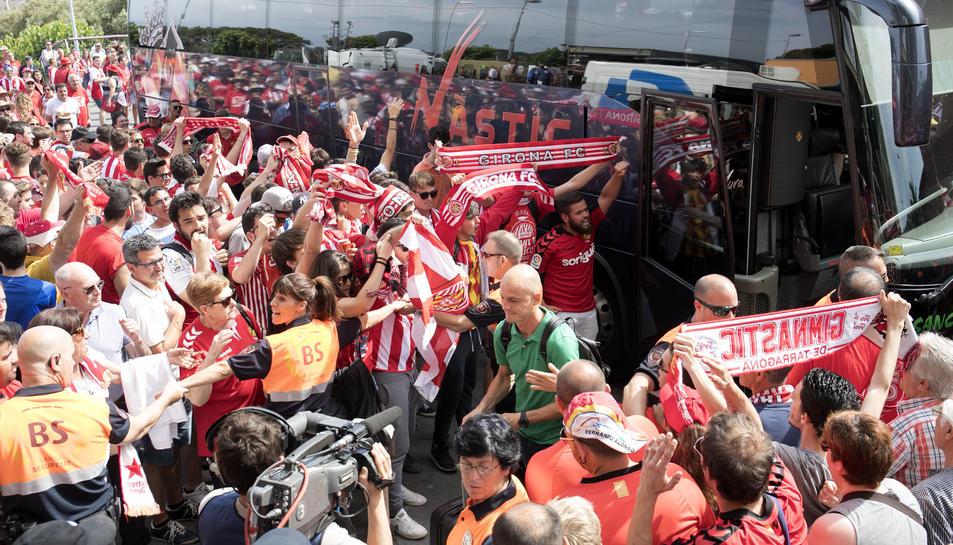 Nano Rivas, conduït per l'afició al Nou Estadi en l'últim partit a casa, contra el Girona.