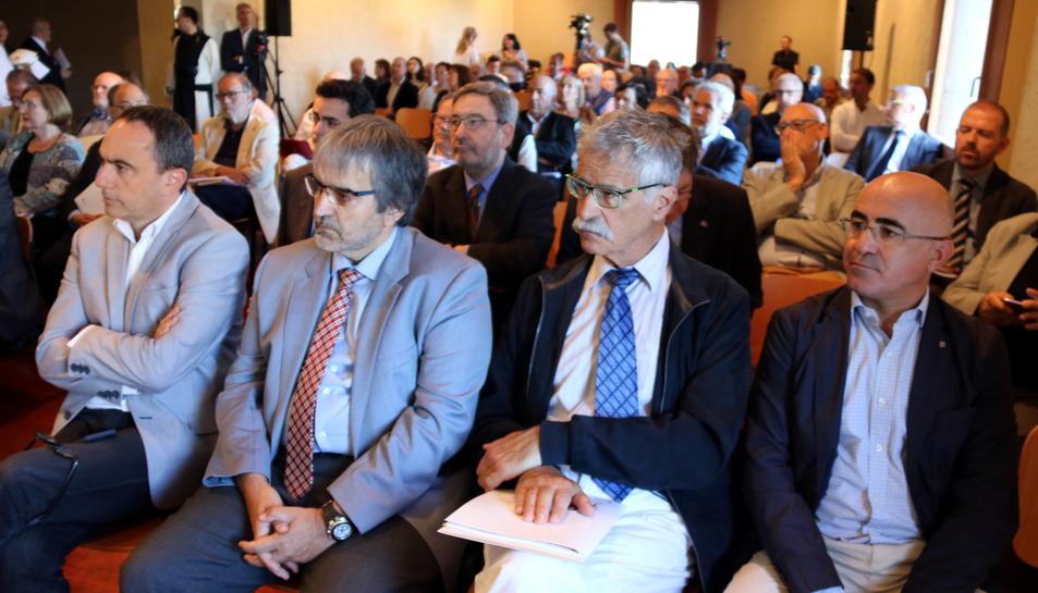 El fill de l'expresident, segon per la dreta a la foto, es trobava al seminari, ahir.