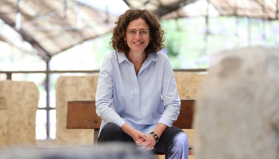 La directora del MNAT a la Necròpolis Paleocristiana de Tarragona.
