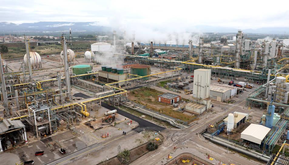 Imatge del Complex Industrial de Repsol des de la nova planta de Polietilè Metal·locè.