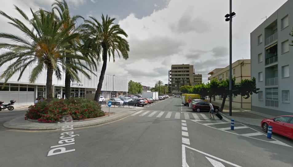 El pis està situat a la zona de la plaça de l'Estació.