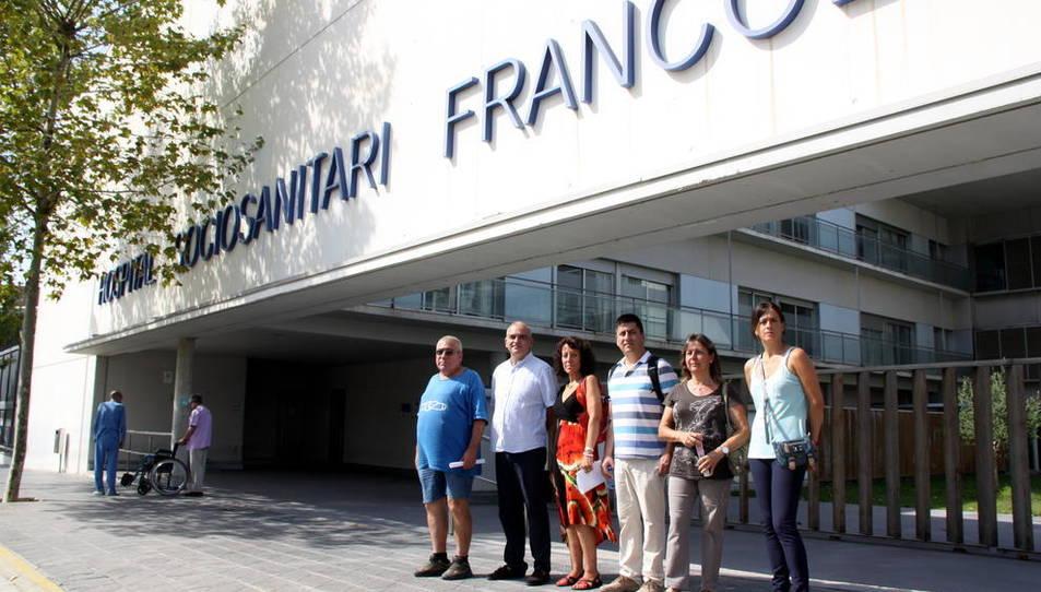 El comitè d'empresa del GiPPS davant del Sociosanitari Francolí en una imatge d'arxiu.