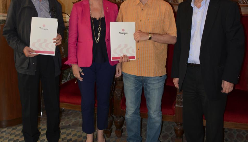 El director del CTQC, Fernando Torres; la presidenta d'Espimsa, Elvira Ferrando; el responsable del grup de recerca de la URV,  Laureano Jiménez, i el redactor del Pla d'Autoprotecció del mercadet de Bonavista, Magí Casellas.