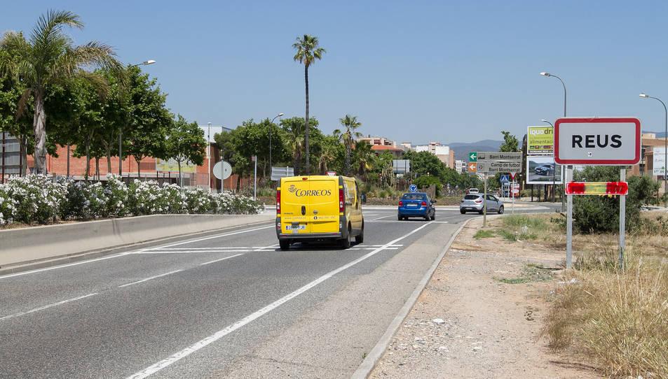 El de l'avinguda de Salou ha estat tapat per una pintada de la bandera d'Espanya.