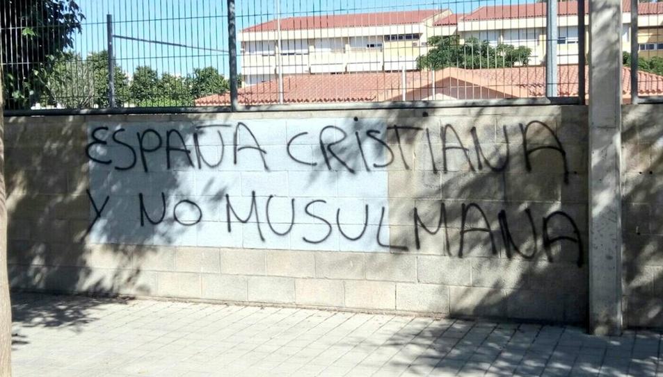 Una de les proclames escrites a l'exterior del recinte.