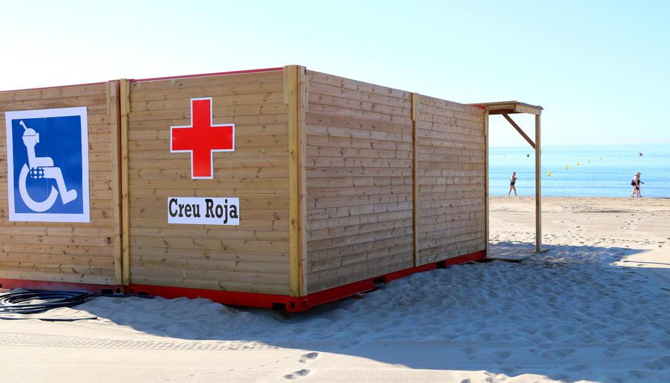 El lloc de socors de la Creu Roja que s'ha ampliat a l'Arrabassada de Tarragona, ubicat al tram central de la platja, el 13 de juny del 2017