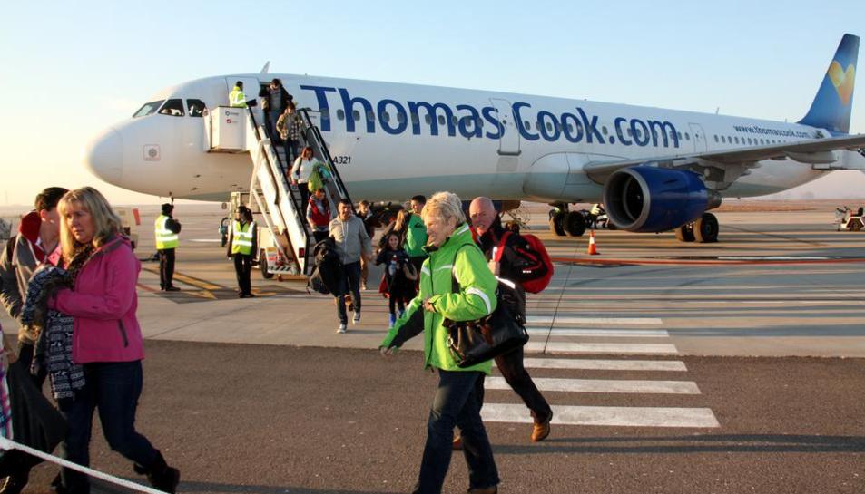 Imatge d'arxiu d'un avió de la companyia Thomas Cook a l'aeroport de Reus.