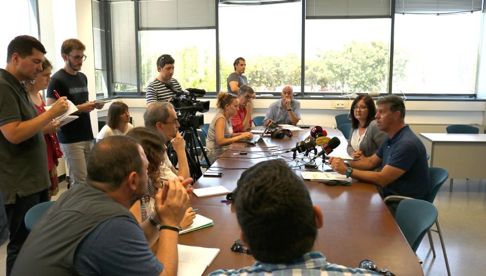L'alcaldessa, Camí Mendoza, i el regidor de Cultura, Josep Lluís Abella, durant la roda de premsa d'aquest dimecres al consistori, després de l'anunci de la detenció del director del Festival de Música, Antoni Mas.