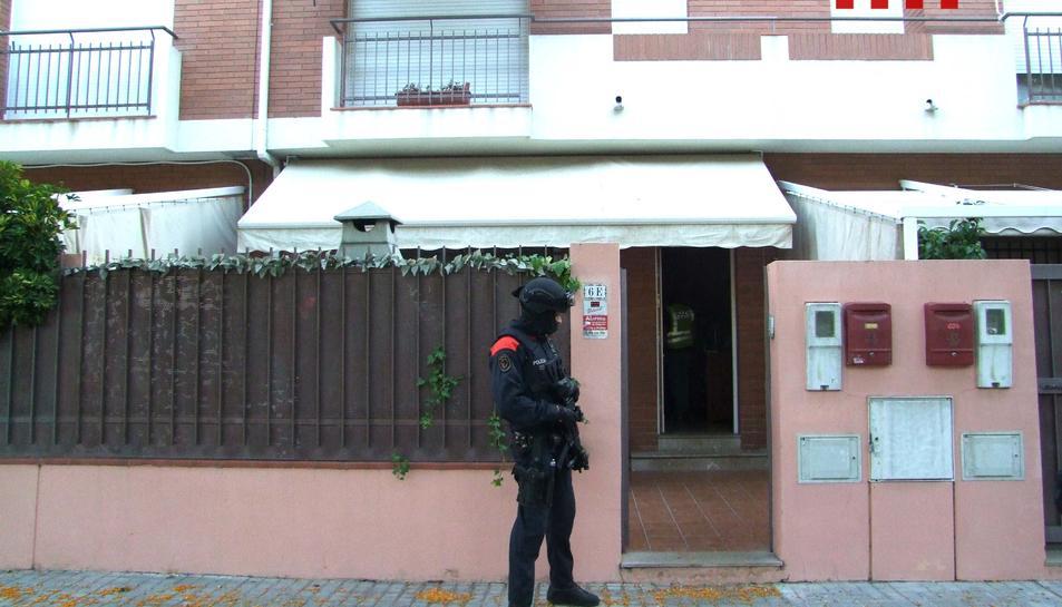 Els Mossos d'Esquadra van registrar tres domicilis a Tarragona, Cambrils i la Canonja.