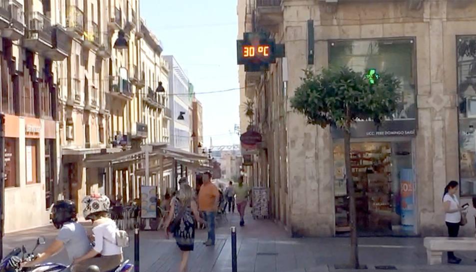 A Tarragona, aquest migdia els termòmetres marcaven 30 graus de temperatura.